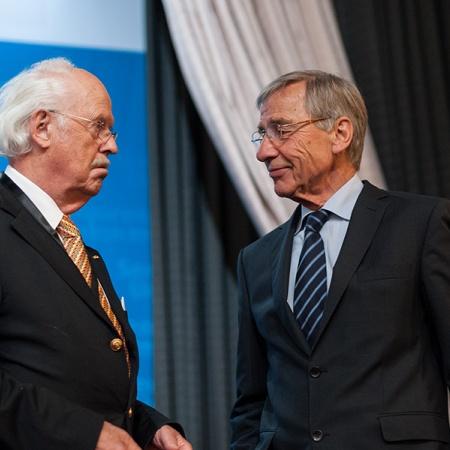 Podiumsdiskussion zum deutsch-russischen Verhältnis im europäischen Kontext - Prof. Dr. Otto Wulff und Prof. Dr. Wolfgang Clement (v.l.n.r.)