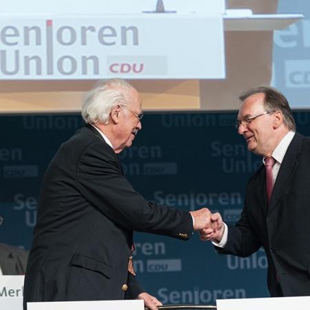 Der Bundesvorsitzende begrüßt den Ministerpräsidenten von Sachsen-Anhalt - Prof. Dr. Otto Wulff und Dr. Reiner Haseloff (v.l.n.r.)