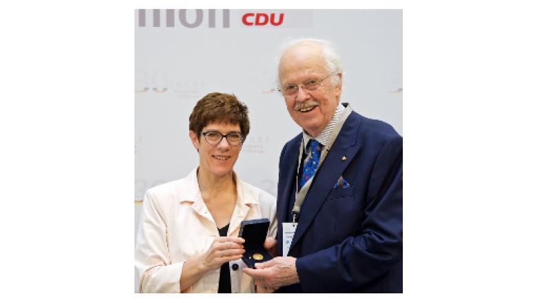 Verleihung der ersten Goldenen Konrad-Adenauer-Medaille an Prof. Dr. Otto Wulff